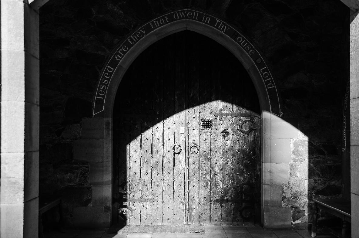 Guesthouse-front door-close-72dpi